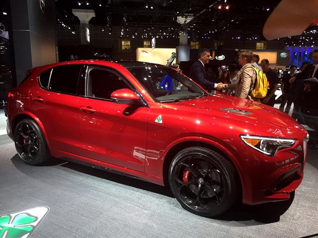 alfa romeo 39 s stelvio luxury crossover civilizes raw power top news vehicle research top. Black Bedroom Furniture Sets. Home Design Ideas