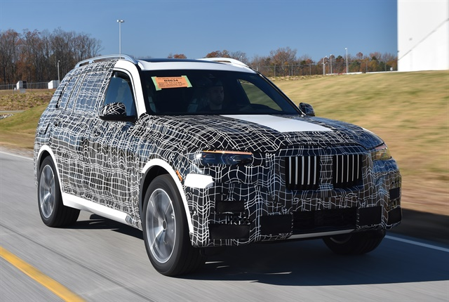 Photo of the pre-production X7 courtesy of BMW.