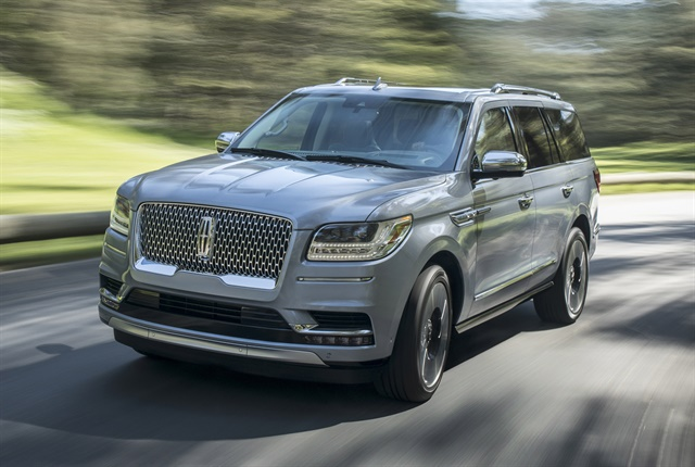 Photo of 2018 Navigator courtesy of Lincoln.