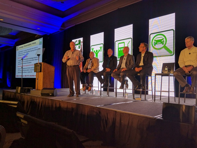 Automotive Fleet Editor Mike Antich presents at the 2016 AFLA Conference. Photo courtesy of AFLA.