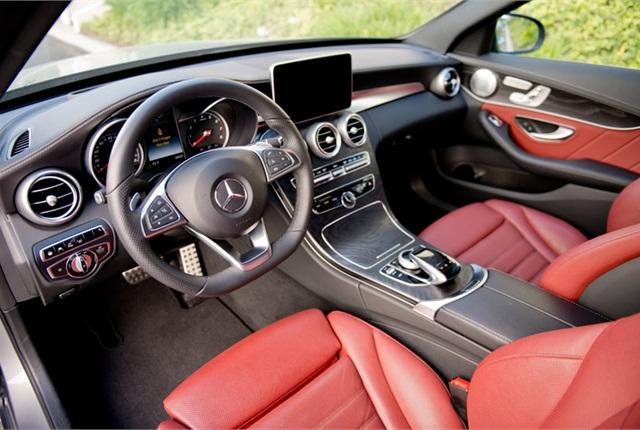 Photo 2015 Mercedes-Benz C400 by Vince Taroc.