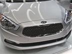 The Kia K900 incorporates Kia s noteworthy Tiger Nose design.